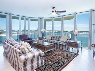 Beachy Corner Condo Overlooking the Gulf