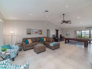 Family Fun! Walk to Beach, Restaurants, Shopping; 2 King Beds, Heated Pool, Bill