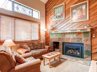 Updated Townhome on Peak 9-Ski In Ski Out-Walk to Town-Hot Tub and Pool Access