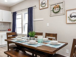 Downtown MKE Remodeled Living - 4 Beds for Groups