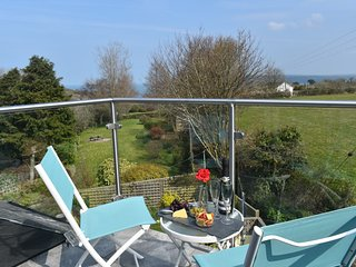 Tower Hill,8 mins walk from 2 beaches,sea views,gated access to the coastal path