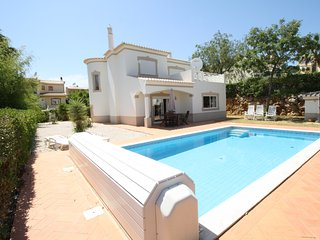 AT09 Luxury 4 bed villa with large pool area! Oasis Parque, Alvor, Portimao
