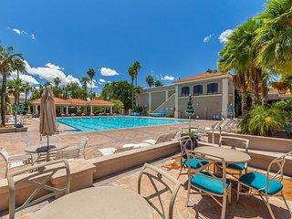 Luxury Resort Home In Val Vista Lakes (Beach Pool)