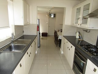 6 Bed Rooms Property in Leyton