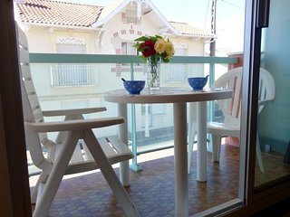 1 bedroom Apartment with Walk to Beach & Shops - 5809079
