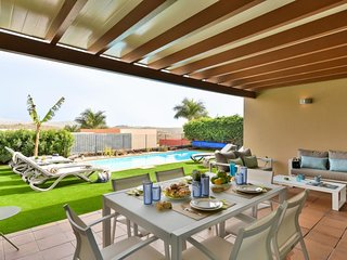 Par 4 Villa 9 with Pool Salobre
