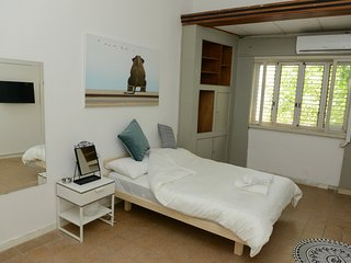A COZY ROOM IN THE HEART OF FLORENTIN WITH FREE NETFLIX!!-23