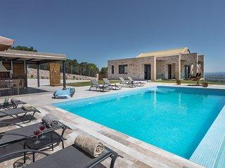 Zinos 3 bedroom villa with private pool