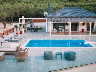 Villa Venia - 2 Bedroom Villa with Private Pool