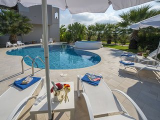 Tigkaki Villa Sleeps 12 with Pool Air Con and WiFi - 5809229
