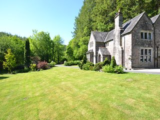 Enchanting Grade II listed Property with access to river for fishing