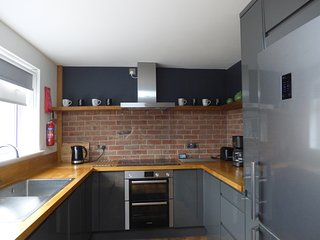 Lady Edith's, HOT TUB, wifi, sleeps 4, Old Town - Bridlington, Truly Superb.