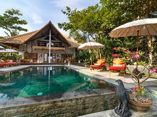 4 bedroom Beach Villa Niyati, for a luxury holiday, Kalisada, Bali, Indonesien