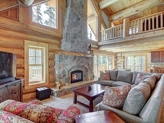 FREE SkyCard Activities - Beautiful Log Cabin, Hot Tub, 2 Master Suites