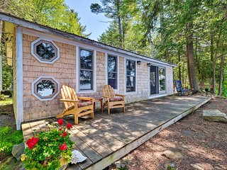 NEW! Cozy Lakefront Madison Cabin w/ Dock & Kayaks