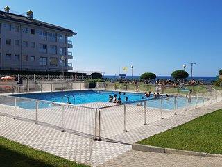 Urbanizacion  en  primerisima linea de playa. Centro. Piscina y acceso a playa.