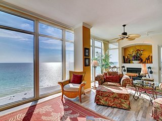 Sprawling, waterfront condo w/ balcony views plus a shared hot tub, pool, & gym