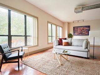 Sonder | Ballpark Lofts | Lovely 1BR + Pool