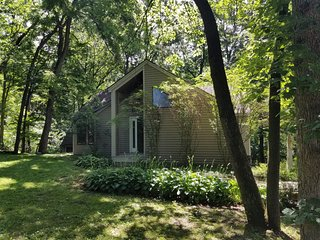 Adorable Home W/ Free WiFi, Owner's Club Access, Screened Porch & Wood Views