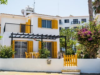 3 BR Villa ☆ family friendly ☆ 3 min walk to beach