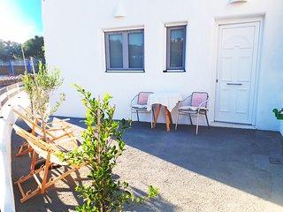 Contemporary Apartment, Vlychada Beach