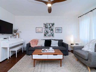 New Listing- Eclectic 1BR in Travis Heights. Great Locale, Pool, Free Wifi, shor