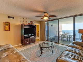 Waterfront beach condo w/ pool, hot tub & tennis available - balcony!