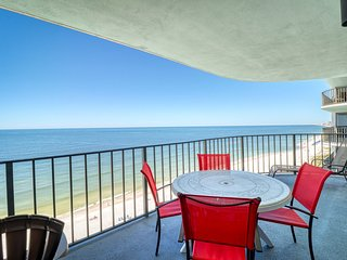 Gulf-front condo on the beach w/ shared pool, tennis, hot tub - lots of space!