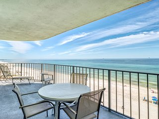 Charming & elegant Gulf-front condo w/shared pools, hot tub, gym
