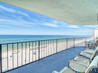 Centrally located condo w/ private balcony - walk to beach!