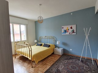 Stylish flat, quiet and well connected to Padua - reach Venice in a half hour .