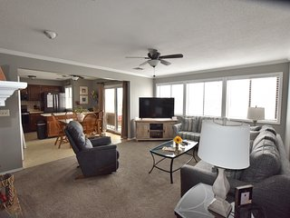 Walk-IN UNIT* Close to Mall*2 Bed/2 Bath (Sleeps 8)  VERY CLEAN*Wifi