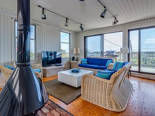 Large home with ocean views, fireplace &  gas grill - dogs ok!