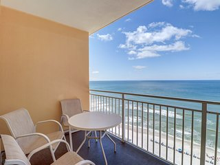 11th floor condo w/ stunning Gulf views, a shared pool, & fitness center