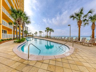 Waterfront condo w/ spectacular views plus shared pools, gym, & Tiki bar