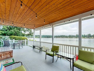 Waterfront house w/incredible Liberty Bay views, waterfront, deck, and patio!