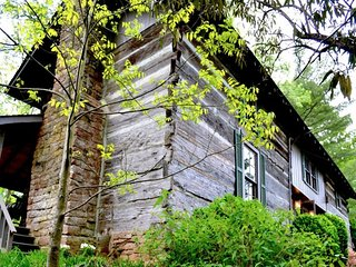 Stay in the McLean Room in this Cozy Log Cabin on Historic Creek near Amish