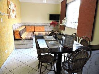 Apartamento 21 de 1 dormitorio para 6 pessoas a duas quadras da Praia da Enseada