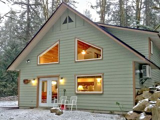 02MBH Cabin on Acreage with Hot Tub