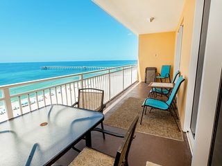 Snowbird-friendly getaway w/ beach views, shared pool, & fitness center