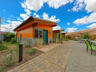 Comfy cabin w/ shared hot tub & grill - near Arches National Park!