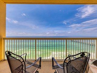 Charming gulf front condo w/shared pools, gym, beach access & near restaurants!