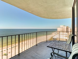 Gulf views from your private balcony - condo complex with pool & beach access!