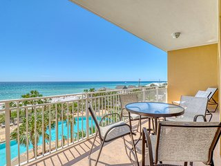 Beautiful condo with shared pool and hot tub, beach views, walk to Pier Park!