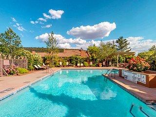 Comfortable Sedona townhouse w/ a shared pool & hot tub - plus free WiFi