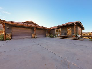 Luxurious house with gorgeous mountain views, perfect for big groups!