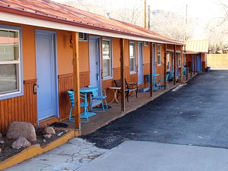 Eco-friendly downtown getaway w/ a shared hot tub - near Arches National Park