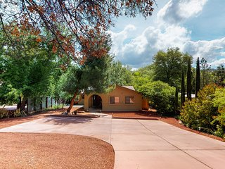 Beautiful Sedona home, right next to a creek w/ a private hot tub