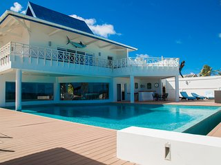 Sound Bay House - Villa de Lujo frente a la Playa / Beachfront Luxury House