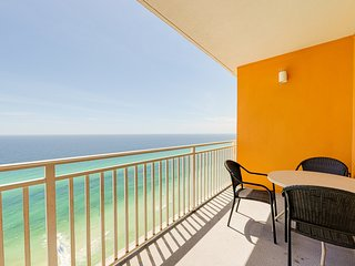 Family-friendly beachfront condo w/ seasonal beach service, pools & hot tub!